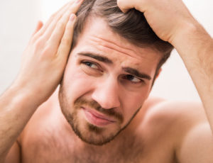 no crece el pelo a causa de tics o manías